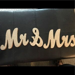 Handmade Gold Glitter ✨ 👰🏼🤵🏻Mr & Mrs Signs